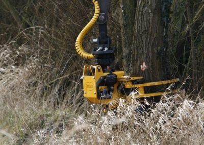 GMT035 grapple saw cutting