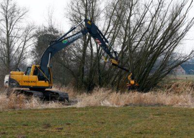 GMT035 grapple saw on excavator